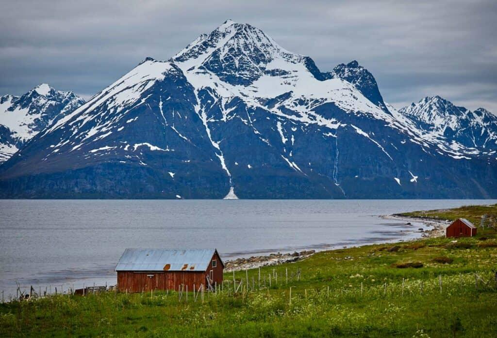 alpi lyngen norvegia escursione motoslitta