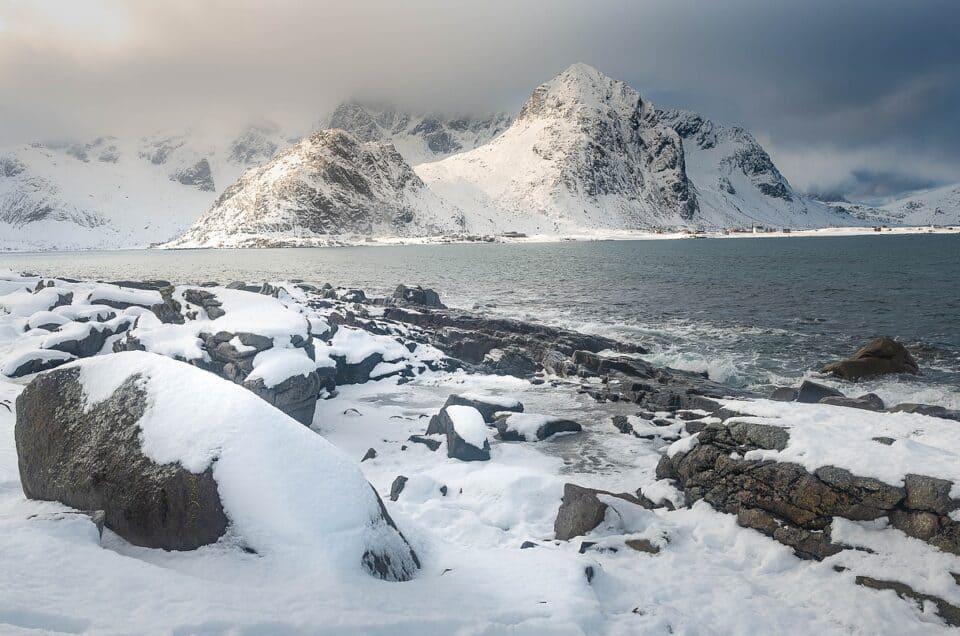 Le isole Lofoten e il mare d'inverno