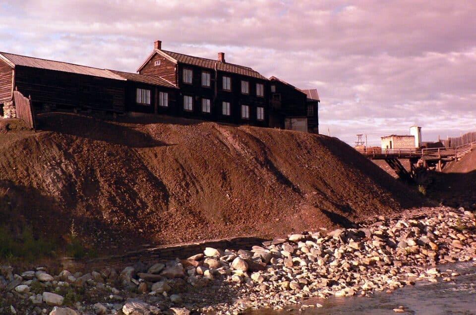A Røros i tetti di fiori e le miniere di rame